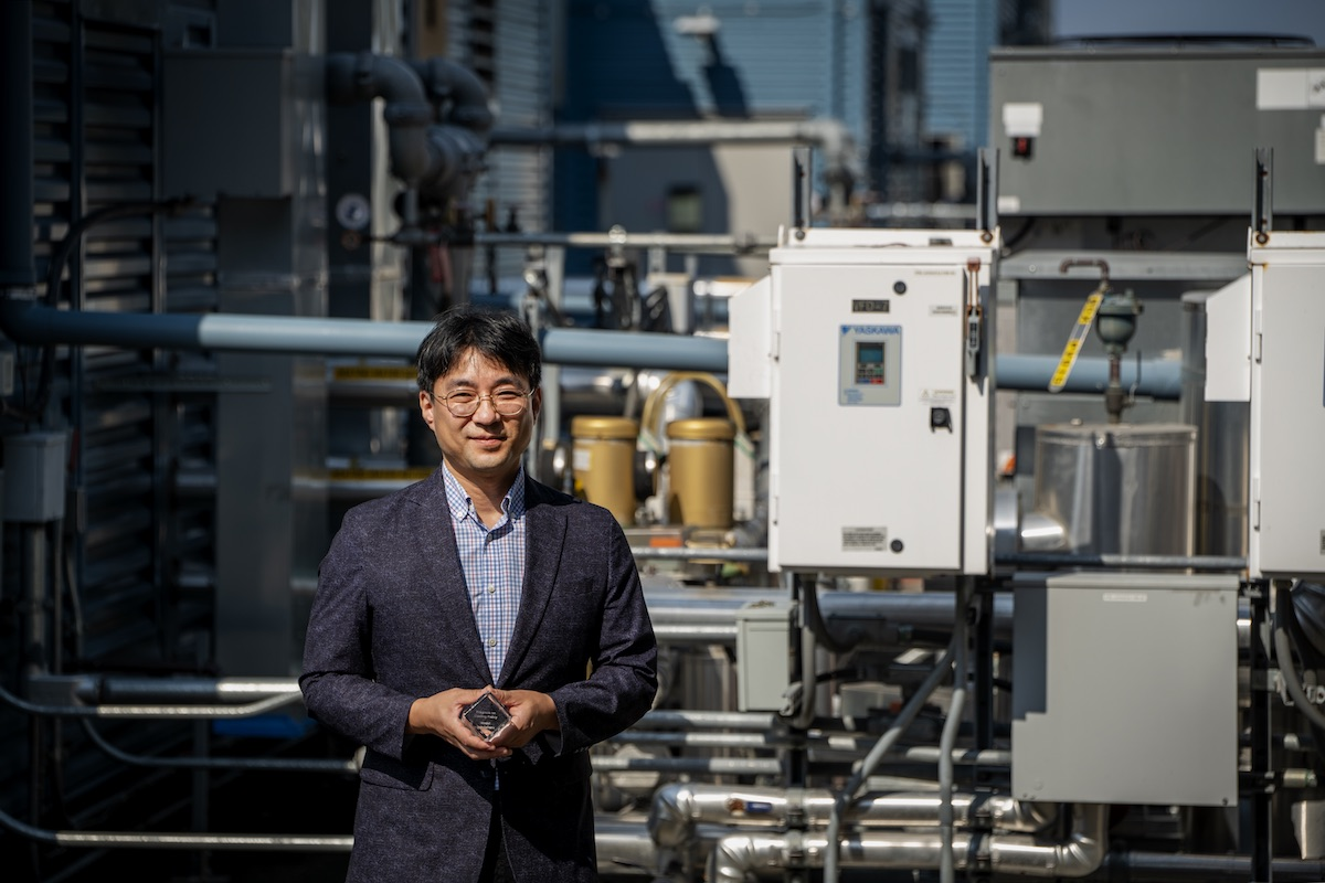 Won Young Park is a senior scientific engineering associate at Berkeley Lab who has led the technical-economic analyses of TVs/displays, air-conditioners, refrigerating appliances, off-grid appliances, and electric vehicles. He poses here with his K-CEP award. Credit: Thor Swift, Berkeley Lab.
